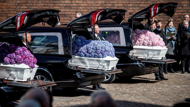 BEGRAVELSE: Danmarks rikeste mann, Anders Holch Povlsen, og kona Anna mistet tre barn i Sri Lanka-terroren.