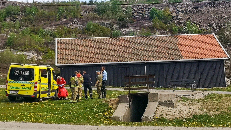 Nødetatene har rykket ut til Mysen etter å ha fått melding om et uhell i forbindelse med avfyring av 17. mai-salutt. To personer skal være skadd. Foto: Freddie Larsen / NTB scanpix