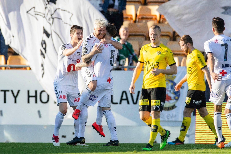 Odds Sander Svendsen feirer scoring mot LSK på Åråsen søndag. Foto: Audun Braastad / NTB scanpix