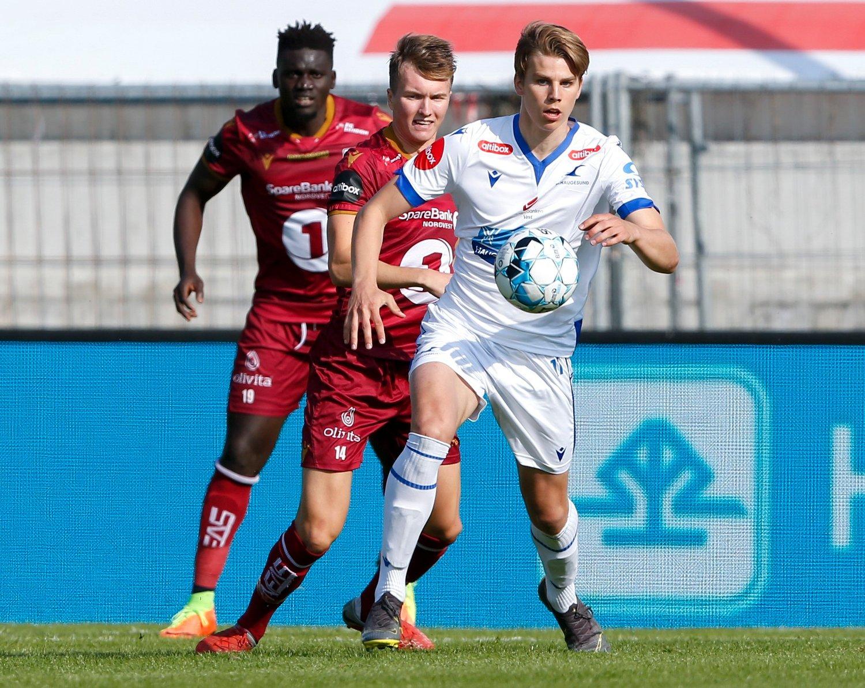 Verken Haugesunds Martin Samuelsen (foran) eller Kristiansunds Jesper Isaksen maktet å score søndag. Foto: Jan Kåre Ness / NTB scanpix