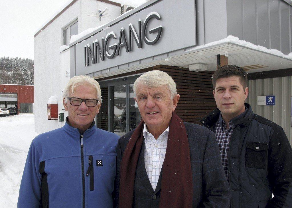 Tidligere rallymester Egil Stenshagen (71) (midten) skapte en formue på import av BMW-er. Nå er han investor og aktiv på Oslo Børs.