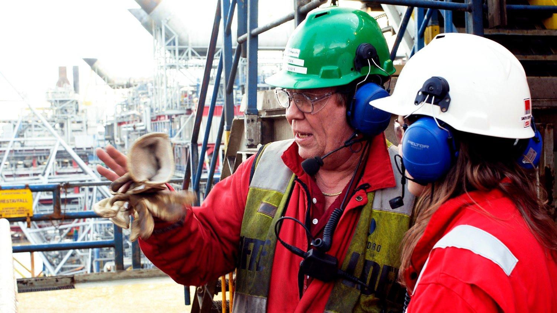 OLJEARBEIDER: Det er mye kritikk mot oljenæringen. Men arbeiderne bidrar med enorme verdier per ansatt, viser nye tall.
