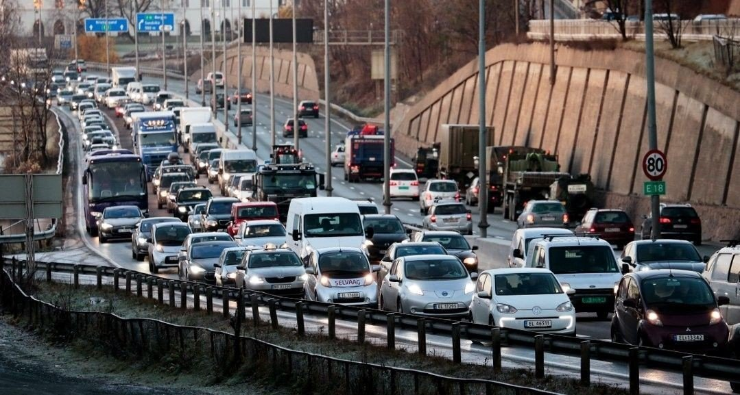 Trafikken på E18 innover mot Sandvika. Foto: Arkivfoto: Lise Åserud / NTB scanpix