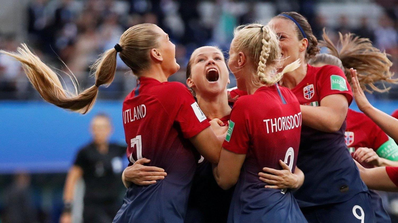 JUBEL: De norske landslagsjentene lekte seg tidvis med Nigeria.