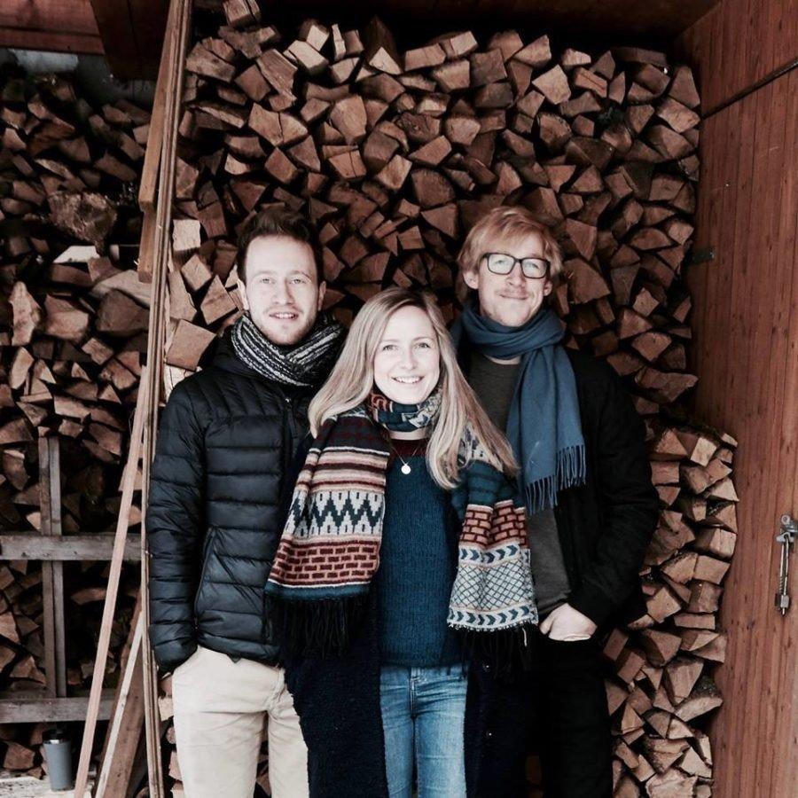 Camilla Hole omkransa av Knut Kvifte Nesheim og Fredrik Luhr Dietrichson.