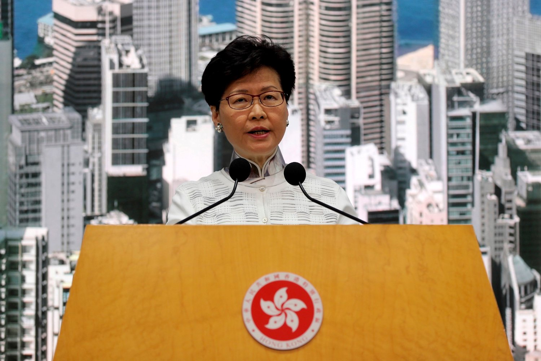 Hongkongs leder Carrie Lam sa lørdag at det omstridte lovforslaget legges i skuffen. Foto: AP / NTB scanpix