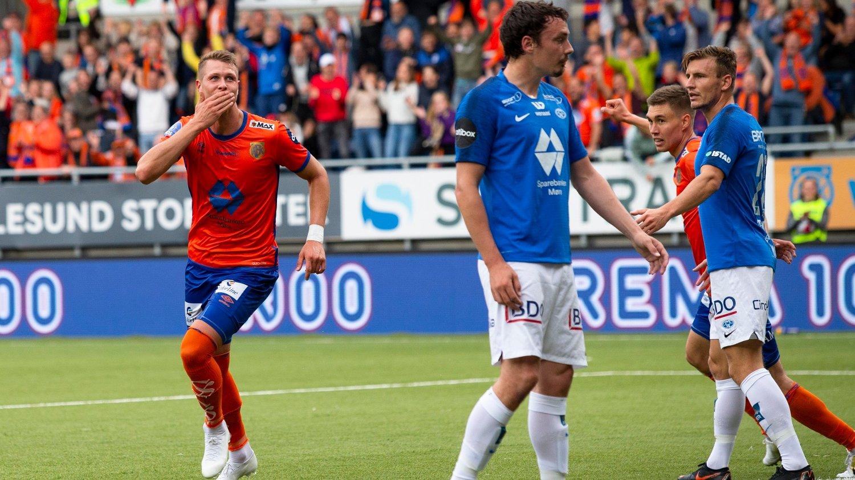SCORET TO: Hólmbert Fridjónsson scoret to av Aalesunds fire mål mot Molde onsdag.