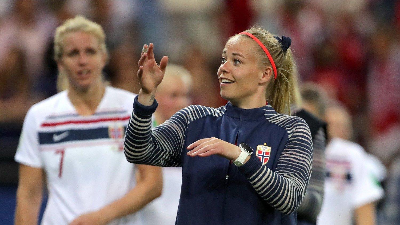 ROSES: Therese Sessy Åsland fullroses av sine lagvenninner for sin positive fremtoning til tross for at hun ikke har spilt så langt i VM.