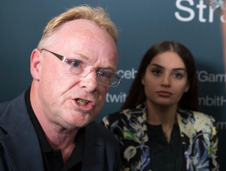 Per Sandberg er kjæreste med norsk-iranske Bahareh Letnes. Her deltok de i en debatt under Arendalsuken i fjor.