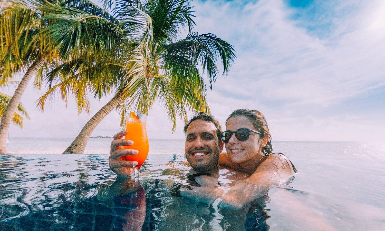 Litt godt å drikke, noen palmer, sol og et ok basseng. Det kan finnes muligheter for å ha det mye dårligere enn det.
