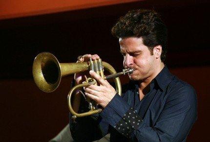 Italienske Luca Aquino er en musikant som inviterer oss inn i en vakker verden.