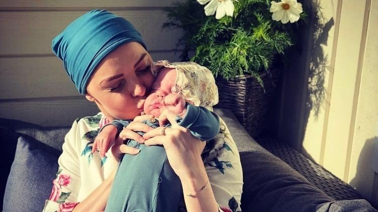 LIVMORHALSKREFT: Madeleine (24) har livmorhalskreft og har fått beskjed om at det ikke er mer legene kan gjøre. Datteren Vilja er bare fem måneder gammel.