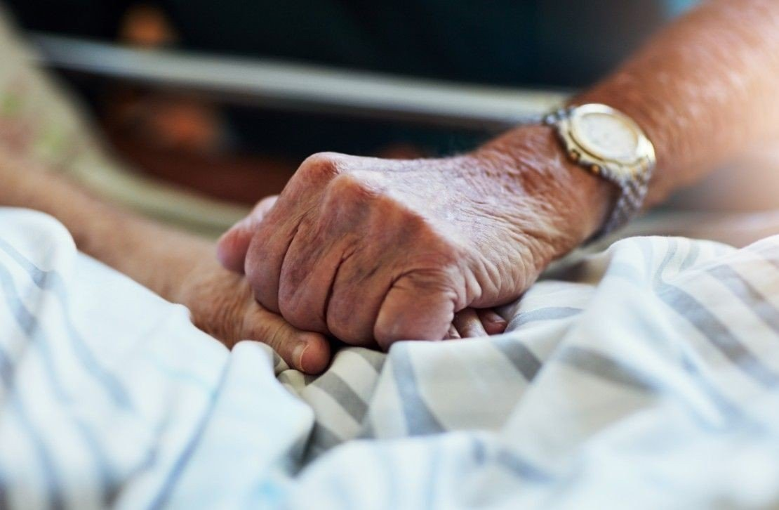 EKTEPAR I SORG: Vi leser stadig om ektepar som dør ved få timers mellomrom. Er det mulig å dø av sorg?