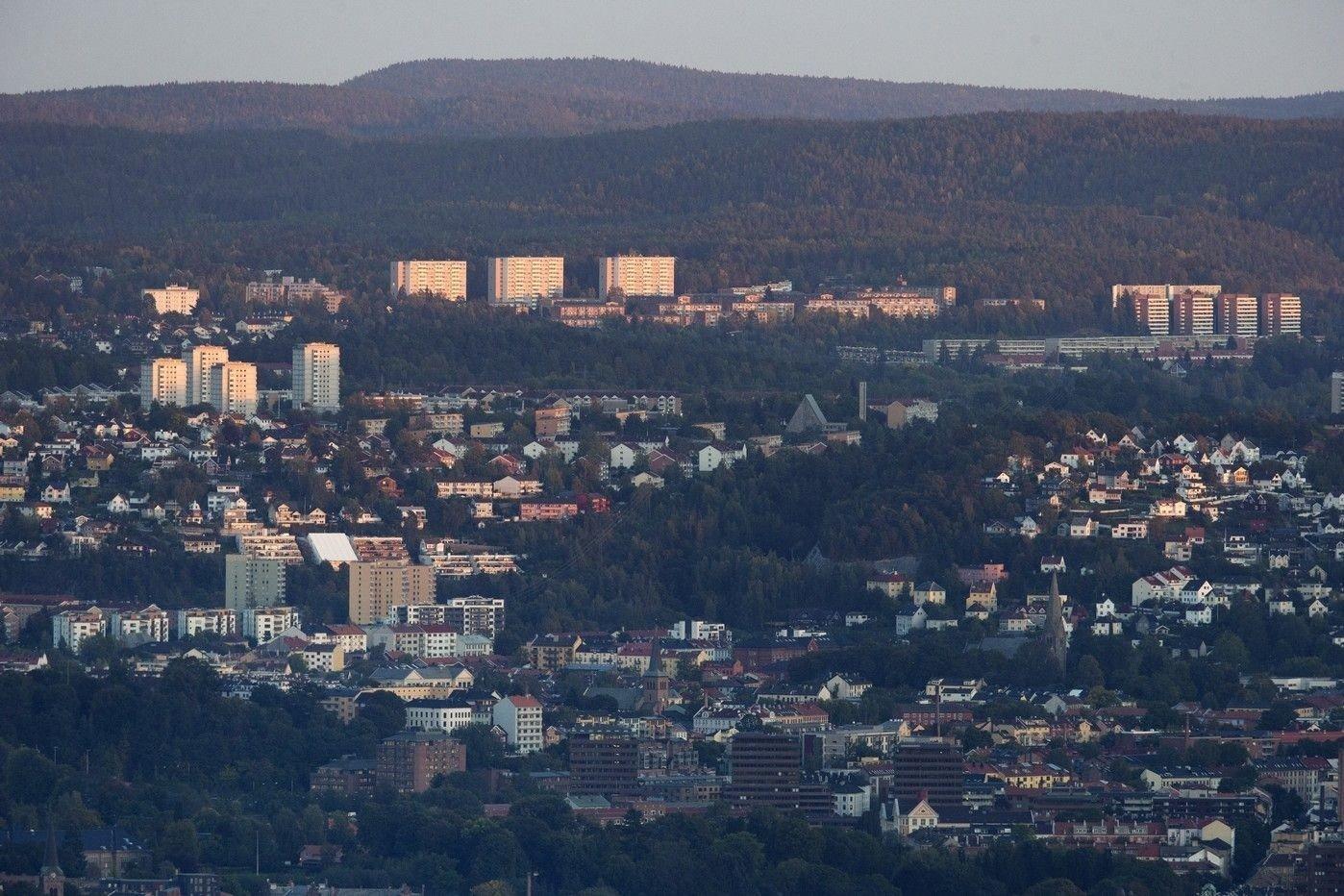 Ti personer ble mandag 29.07.19 pågrepet på Bogerud i Oslo, siktet for blant annet vold mot politiet, Illustrasjonfoto: Oslo øst sett fra Holmenkollen. Bøler, Bogerud, Manglerud, Ekeberg, Tøyen.