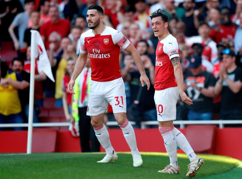 STÅR OVER: Verken Sead Kolasinac (til venstre) eller Mesut Özil spiller for Arsenal i søndagens ligaåpning borte mot Newcastle.