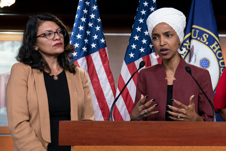 Kongressmedlemmene Rashida Tlaib (t.v.) og Ilhan Omar er uttalte kritikere av Israels okkupasjon og politikk overfor palestinerne. Arkivfoto: J. Scott Applewhite / AP / NTB scanpix