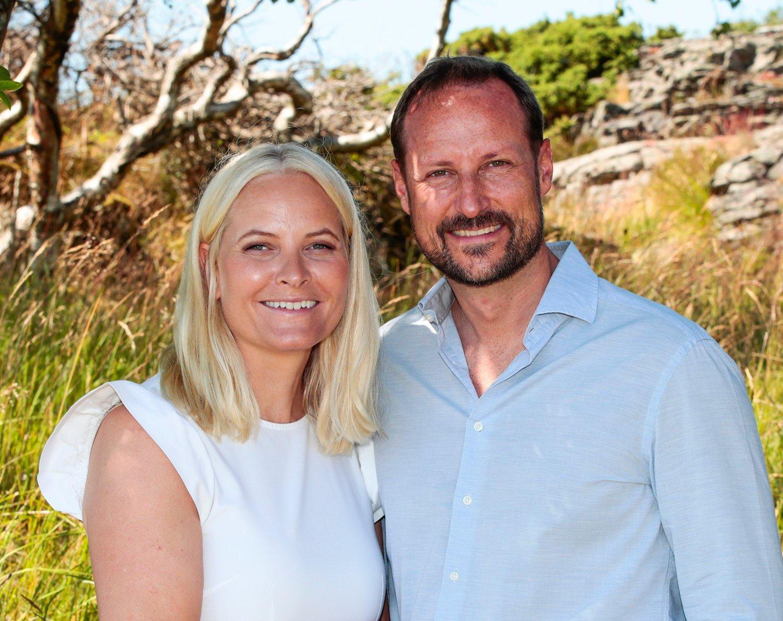 kronprins Haakon, kronprinsesse Mette-Marit, prinsesse Ingrid Alexandra og prins Sverre Magnus har ferie på landstedet på Dvergsøya utenfor Kristiansand. Foto: Lise Åserud / NTB scanpix