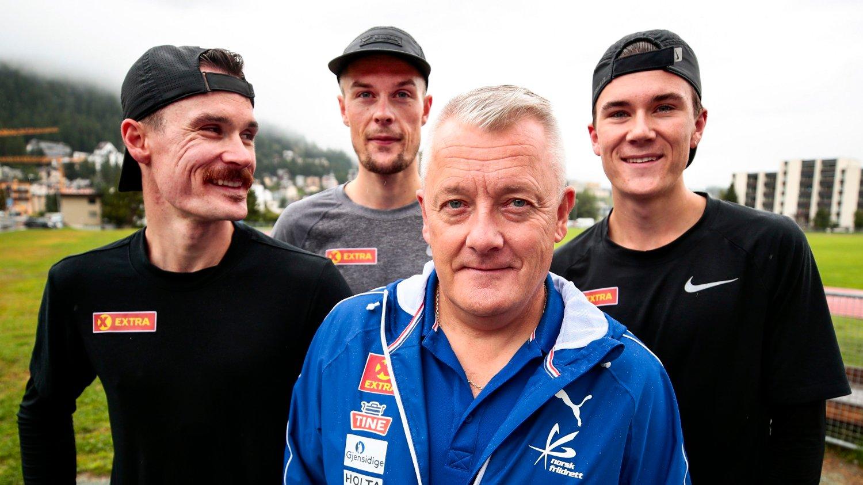 TEAM INGEBRIGTSEN: Ingebrigtsen-brødrene og far Gjert er på høydeopphold i Sveits.