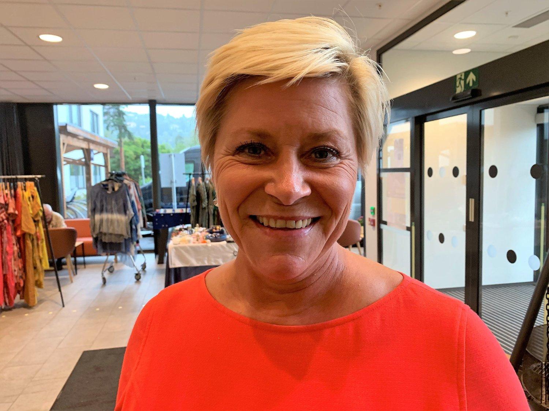 BOMSTRID: Frp-leder og finansminister Siv Jensen står fast ved at hun ikke ønsker flere forhandlinger om bompengene, og at Frp ikke kommer til å gå med på en høyere bompengebelastning. Torsdag drev hun valgkamp på ulike steder i Oslo.