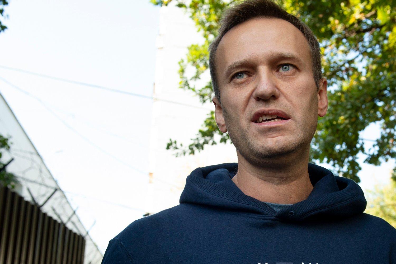 Den russiske opposisjonspolitikeren Aleksej Navalnyj ble fredag morgen løslatt etter å ha sonet ferdig en dom på 30 dagers fengsel. Foto: AP / NTB scanpix