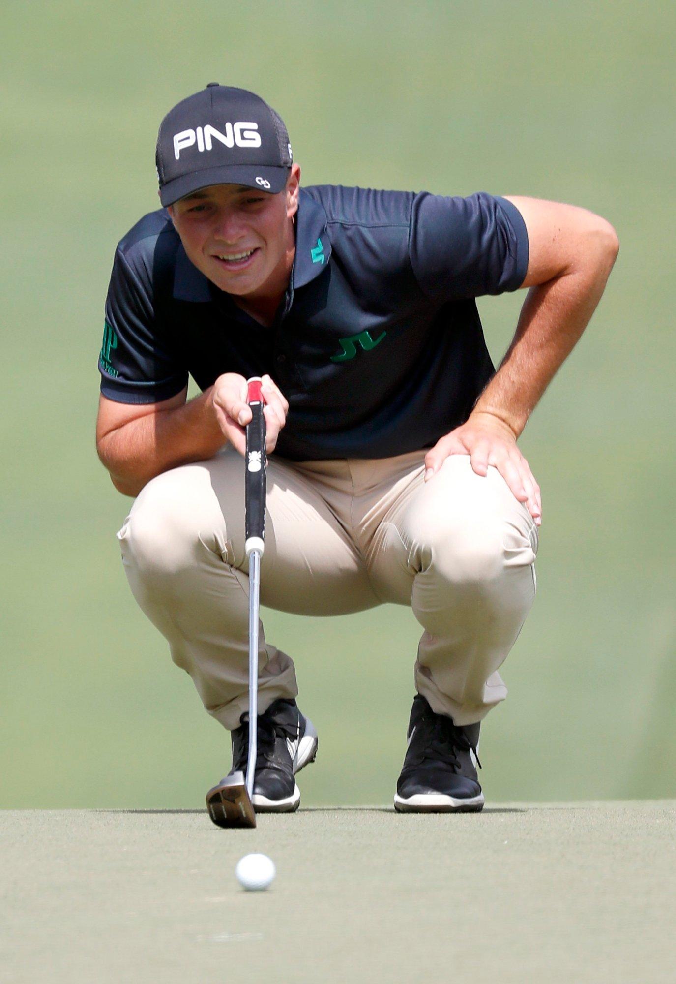 Viktor Hovland sier han tar ingenting for gitt søndag når han skal spille siste runde i Albertsons Boise Open. En topp 25-plassering sikrer han PGA-tourkortet. Foto: AP / NTB scanpix
