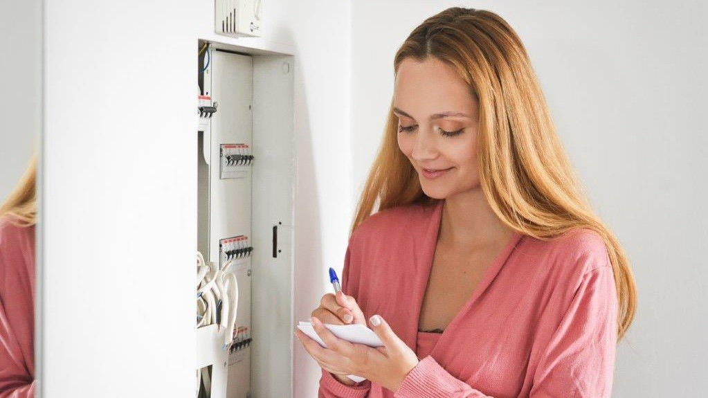 Strømprisen er normalt høyest om høsten og vinteren, så det lønner seg å sjekke om man har en konkurransedyktig avtale før kulda setter inn.