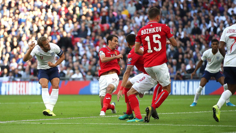 MÅL: England og Harry Kane fikk en gavepakke av Bulgaria på 1-0.