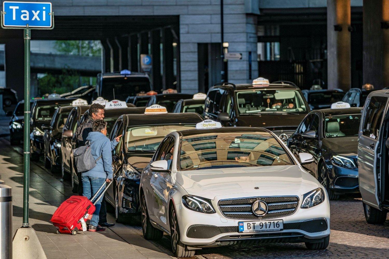 PLIKTIG TILBUD: Drosjepassasjerer har krav på å vite hva drosjeturen maksimalt kan koste, og den prisen er bindende.