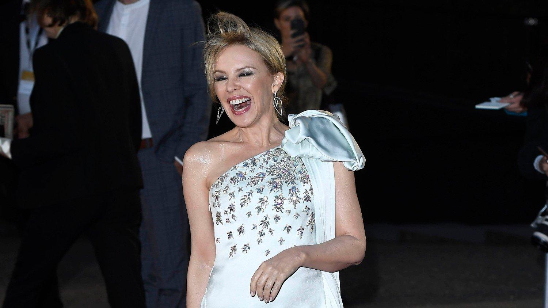 KAN LE HELE VEIEN TIL BANKEN OG HJEM IGJEN: Det lønner seg å være 80-tallsstjerne, i hvert fall om man heter Kylie Minogue. Hun tjener flerfoldige millioner på å bare møte opp på tilstelninger.