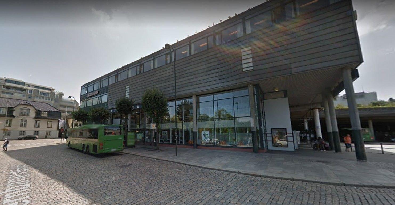 Politiet har sendt brev til ungdomsskoler i Stavanger der de opplyser om de siste måneders ranshendelser. Ranene har stort sett foregått i området mellom byterminalen (bildet) og Sølvberget.