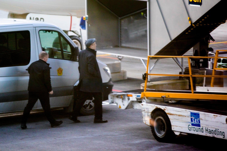 Den amerikanske høyreekstremisten, rasisten og antisemitten Greg Johnson (t.h.) ble mandag utvist fra Norge og satt på et fly til Ungarn, landet han ankom fra. Foto: Stian Lysberg Solum / NTB scanpix