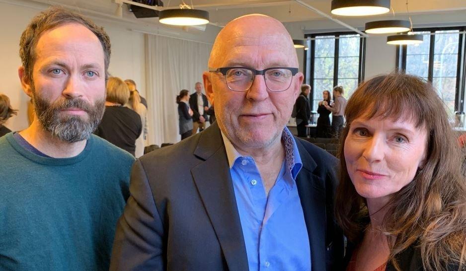STRENGE DOMMERE: Simen Sætre, Sven Egil Omdal og Anki Gerhardsen. Eva Sannum var ikke tilstede ved presentasjonen.