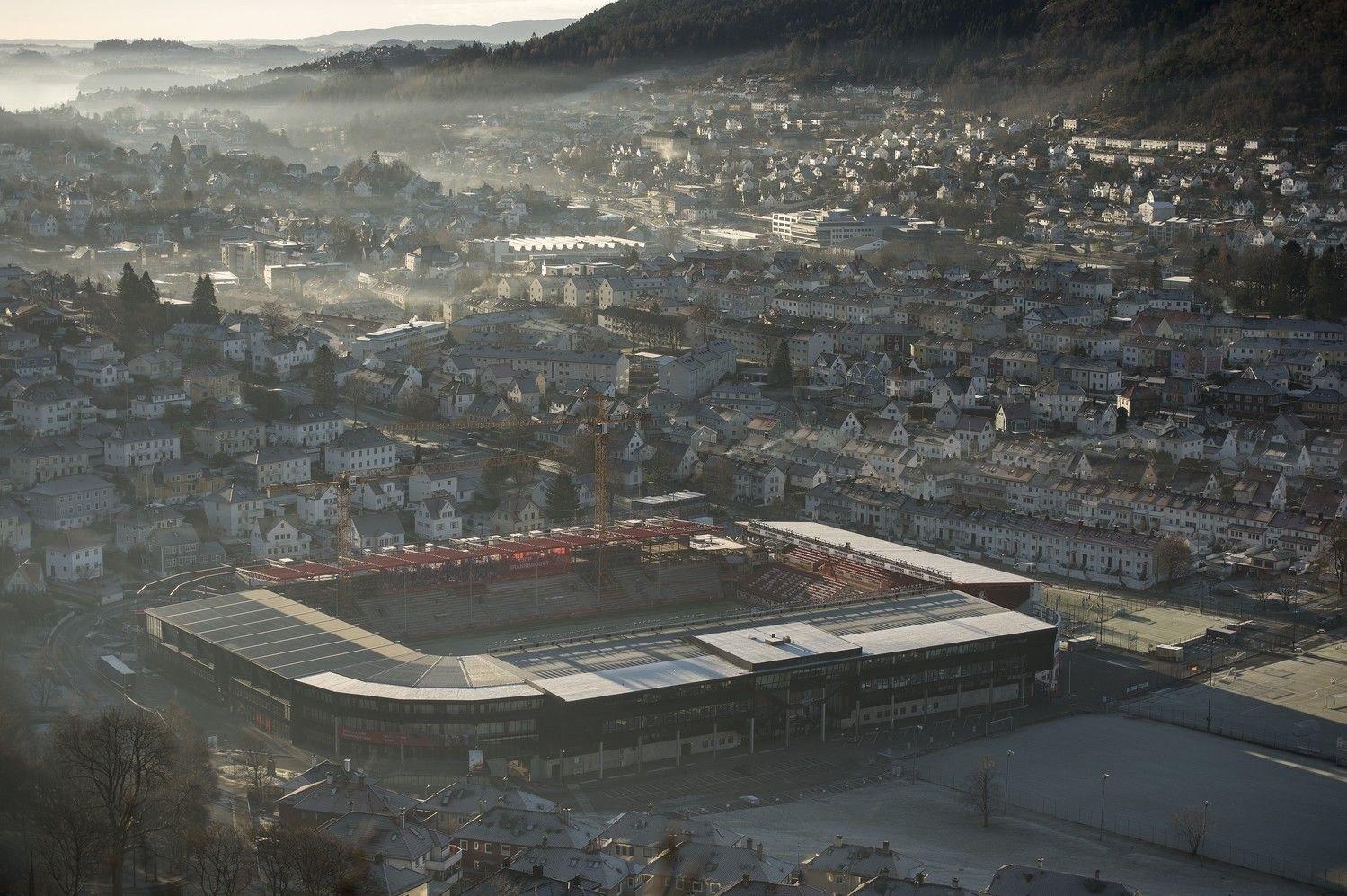 På bildet: Bydelen Minde like sør for Bergen sentrum med Brann stadion.
