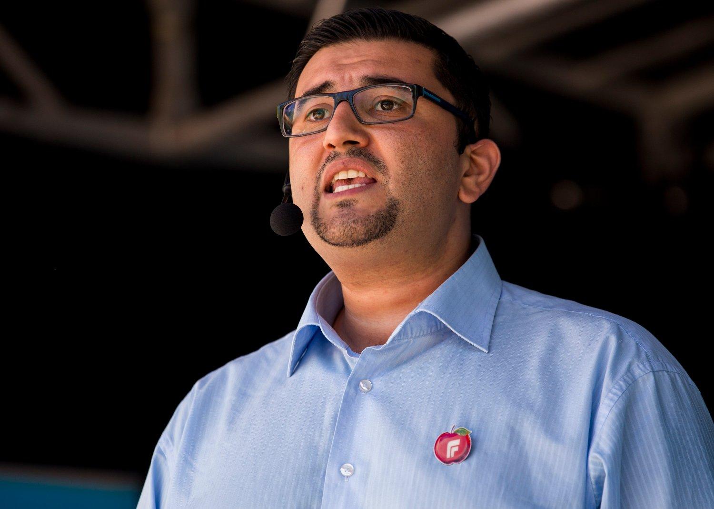 DØMT TIL FENGSEL: Tidligere Frp-politiker Mazyar Keshvari Keshvari ble dømt til sju måneders fengsel 25. oktober.