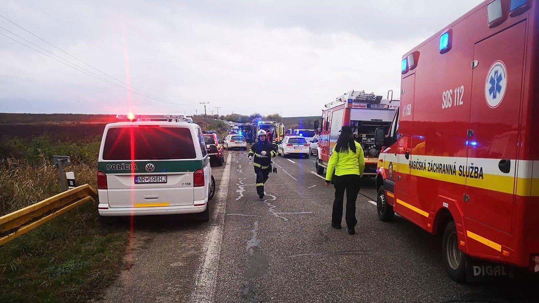 DØDSULYKKE: Minst 13 personer mistet livet i bussulykke i Slovakia.