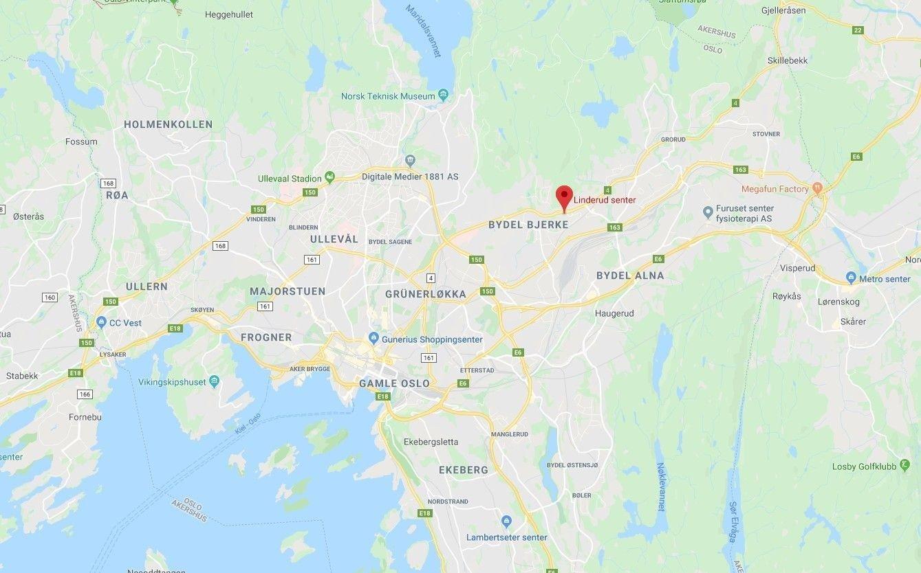 Nødetatene rykket ut til melding om brann i et garasjeanlegg på Linderud senter.