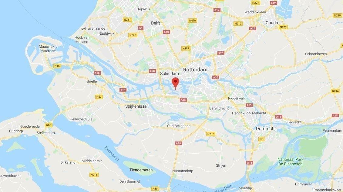 25 mennesker er funnet i en kjølekonteiner på en ferje som skulle fra Vlaardingen i Nederland til England.