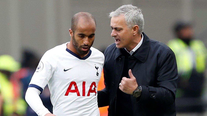 TOMMEL OPP: José Mourinho kunne gi Lucas Moura, og resten av Spurs-spillerne tommelen opp i sin debut.