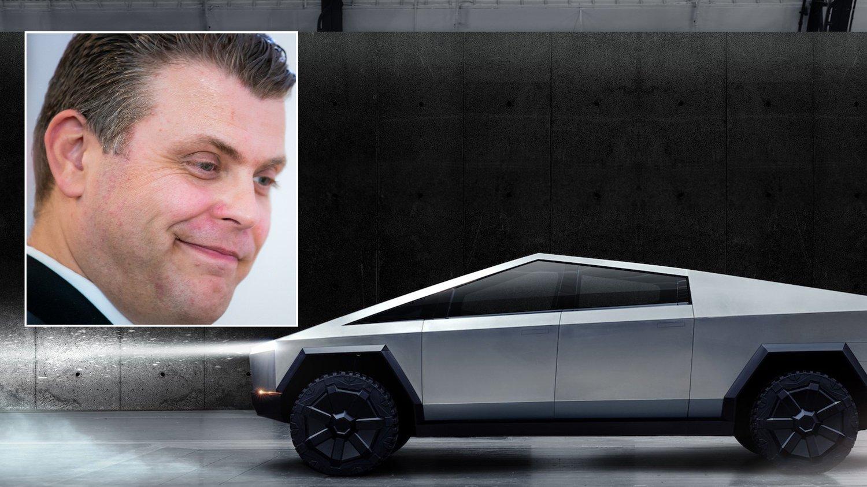 Jøran Kallmyr smiler til Tesla Cybertruck.