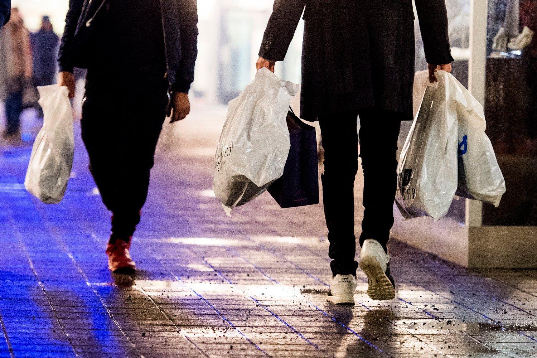 Nordmenn forbruker nest mest i Europa. Her i forbindelse med «Black Friday»-salget til Norwegian Outlet i Vestby.