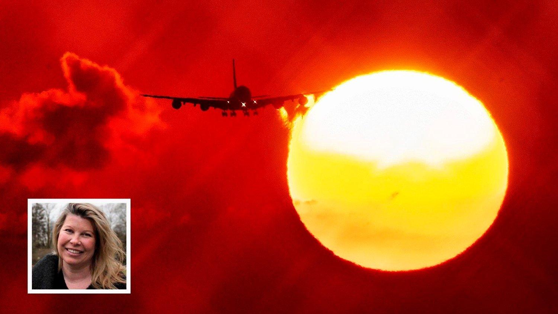 Et fly går inn for landing ved soloppgang i Frankfurt denne uka. Utslipp fra flyindustrien er en verkebyll i kampen for å redusere klimautslipp, men svært mange nordmenn er skeptiske til at klimaendringene er menneskeskapte. - Jeg tror klimaskepsisen har mye med energimiksen vår å gjøre. Helt siden det første oljefunnet har det vært en stolthet i samfunnet. Samtidig så merker folk at klimaet endrer seg i sitt nærmiljø, der vintrene har blitt kortere, stormfloen blir høyere og sauene begynner å beite tidligere, sier klimaforsker Kikki Kleiven ved UiB og Bjerknessenteret for klimaforskning .