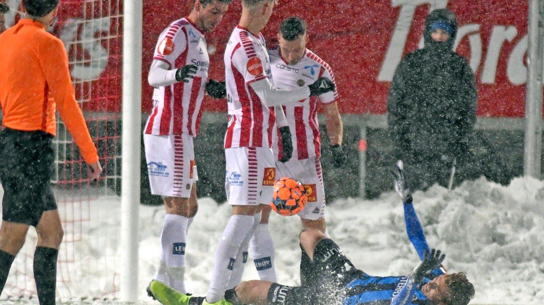 SNØBATALJE: Tromsø rykket ned i snøføyka etter at de ikke maktet å slå Stabæk.