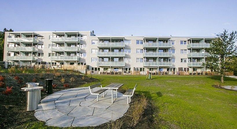xxx I NOVEMBER: Prisene på brukte Obos-leiligheter xxx i november, etter et overraskende stort prisfall i oktober, her fra Ammerudsletta borettslag i Oslo