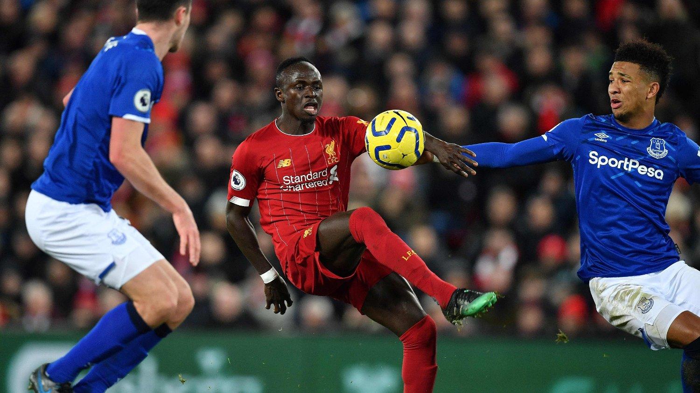 STORSPILTE: Sadio Mané herjet tidvis med Everton-spillerne på Anfield onsdag.