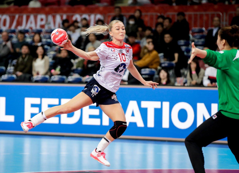 Stine Bredal Oftedal i aksjon under VM kampen mellom Sør-Korea og Norge.