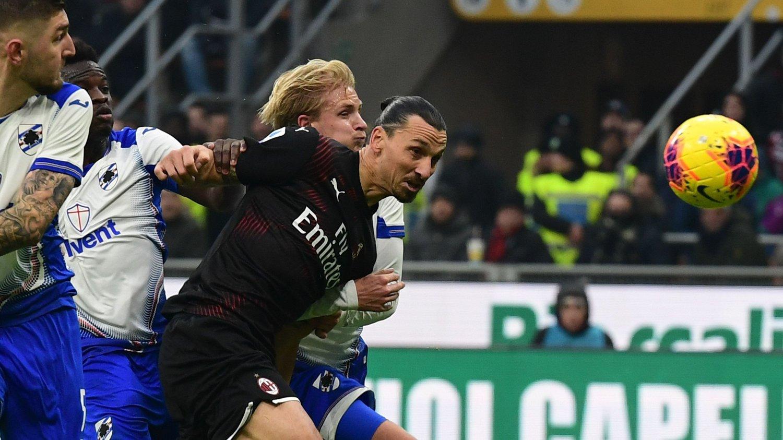 FARLIG FRAMPÅ: Zlatan Ibrahimovic var nær ved å heade inn 1-0 for AC Milan i duell med Morten Thorsby.