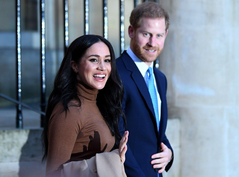 TREKKER SEG: Prins Harry og Meghan innkalles til krisemøte etter de annonsert at de trekker seg tilbake fra det britiske kongehuset.
