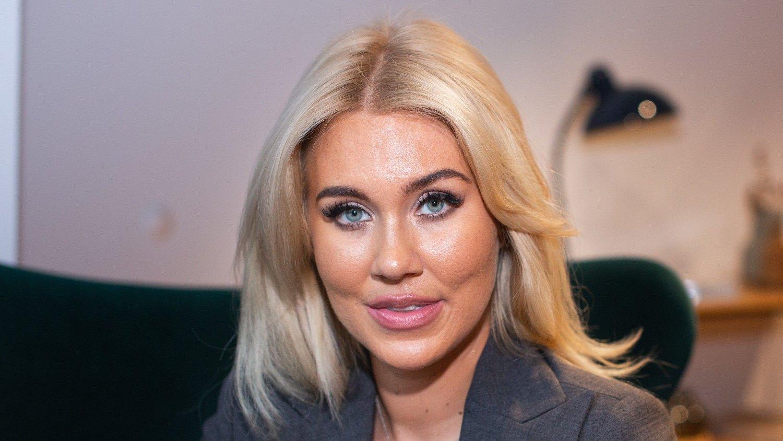 PINLIG: Isabella «Blondinbella» Löwengrip innrømmer at hun synes det er pinlig å se tilbake på sine dyre vaner. Her avbildet i forbindelse med et intervju med Nettavisen i Oslo november 2019.