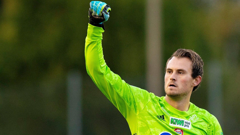 Oslo 20190926. KFUM-keeper Knut André Skjærstein jubler for scoring under kvartfinalen i NM mellom KFUM og Odd på KFUM-Arena torsdag.