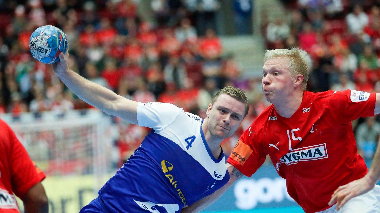 Iceland's Aron Palmarsson vies with Denmark's Magnus Saugstrup Jensen / Sweden OUT